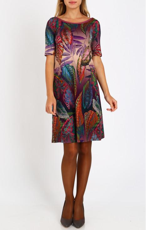 Loose silhouette dress