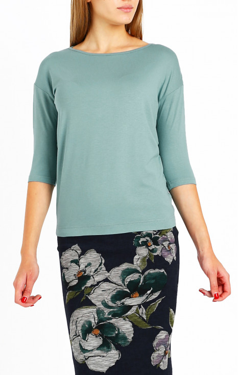 Elegant blouse with boat neckline