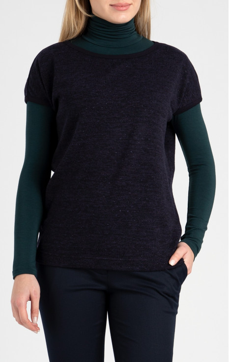 Loose silhouette sweater