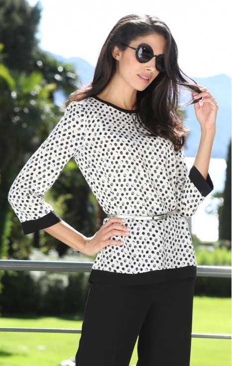 Attractive loose silhouette blouse.