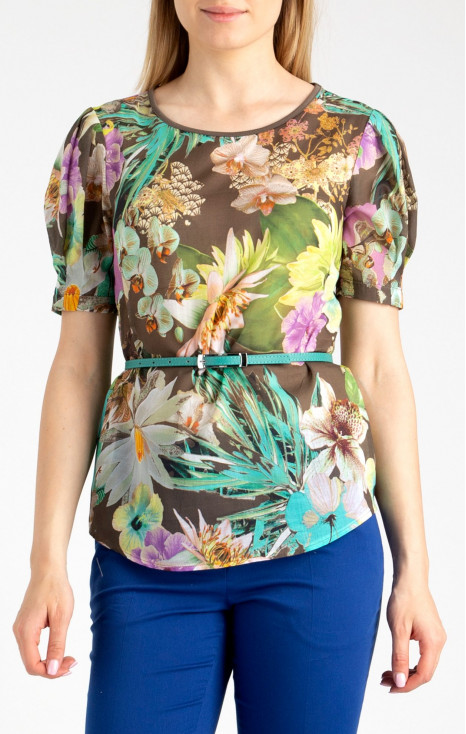 Attractive loose silhouette blouse